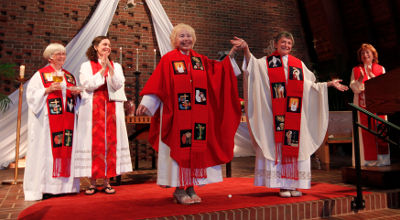 Reuters-Rosemarie-Smead-woman-priest-St-Andrews-Louisville-photog-John-Sommers-II