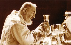 padre-pio-at-mass-2