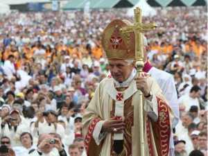 Papst-Benedikt-XVI.-2012-beim-VII.-Weltfamilientreffen-in-Mailand