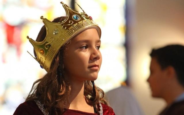 A girl dresses as St Isabella of France for an All Saints' Day pageant (Photo: CNS)