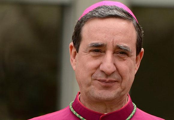 Bishop Alfonso de Galarreta
