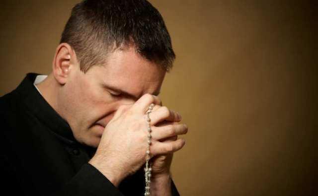 priest_praying_810_500_55_s_c1