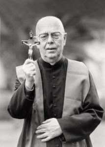 padre-gabriele-amorth-um-dos-maiores-exorcistas-italianos-1474109040255_300x420