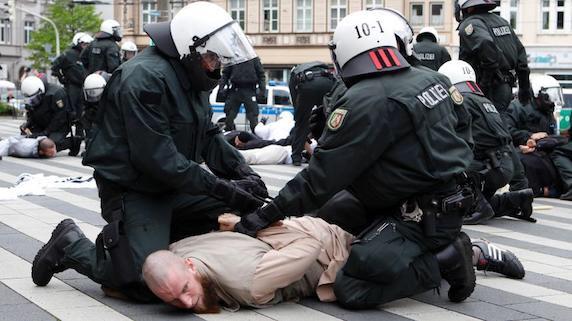 Police response to Salafist protestors